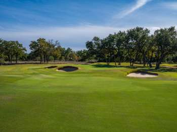 Green at the short 8th hole. Photo by Larry Lambrecht