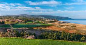 Cabot Cliffs 2nd Hole Photo by Larry Lambrecht